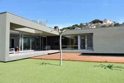 Дизайнерский дом с видами на море